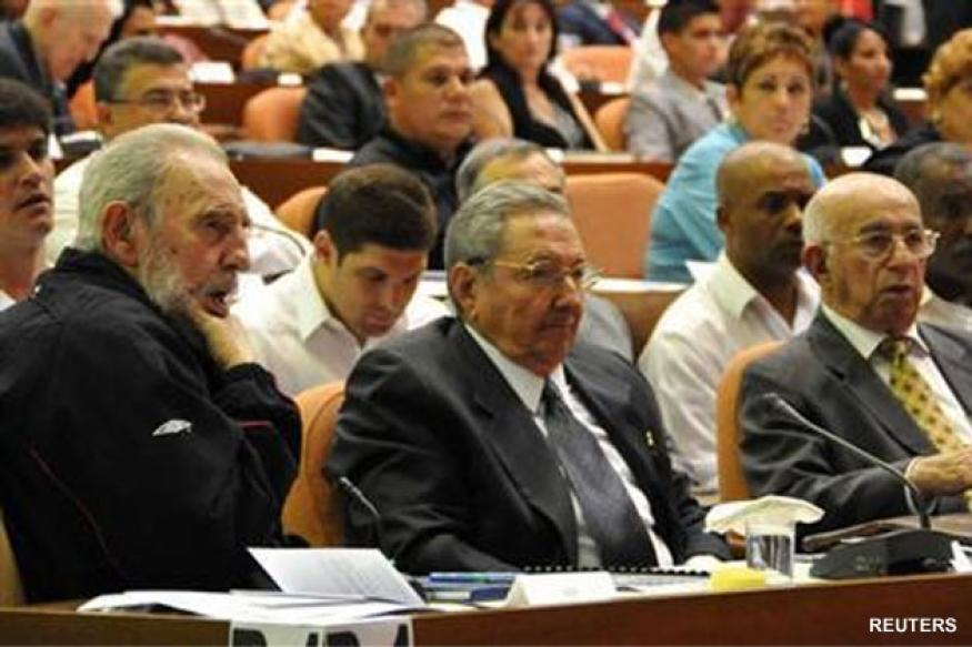 Cuba: Fidel Castro surprises with Parliament appearance