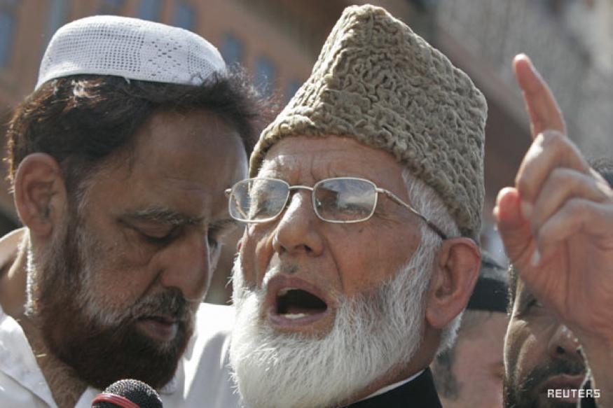 Hurriyat's Farooq, Geelani under house arrest
