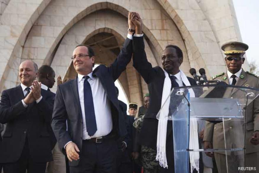 "Francois Hollande visits Mali, hailed as ""liberator"""