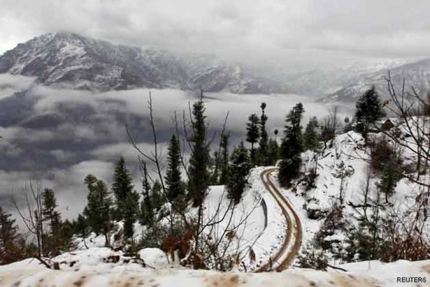 Fresh snowfall closes Srinagar-Jammu highway
