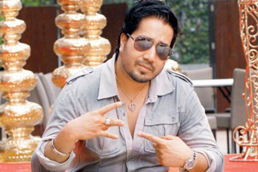 Singer Mika Singh detained at Mumbai airport