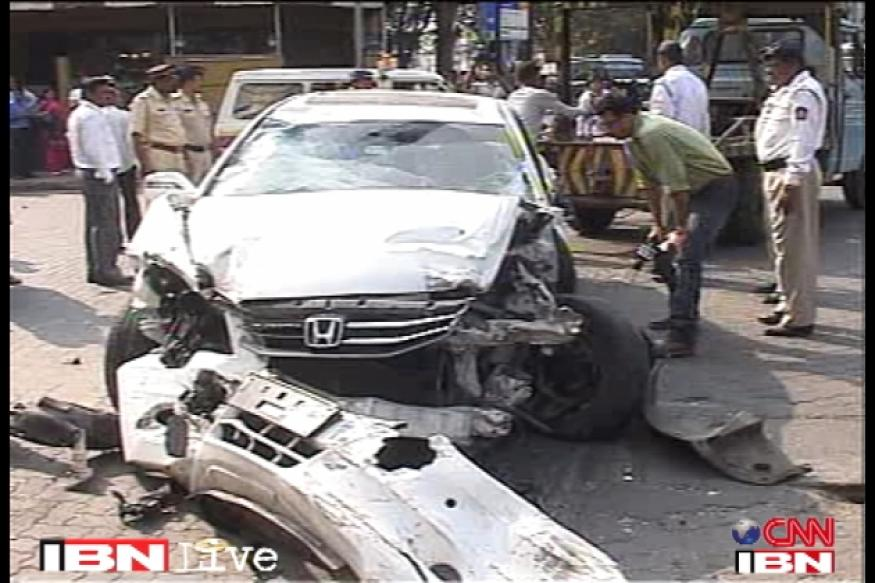 Mumbai: Car runs over several people in Khar leaving 2 dead