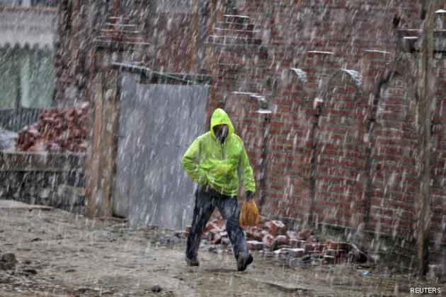 Fresh snowfall brings down temperatures across North India