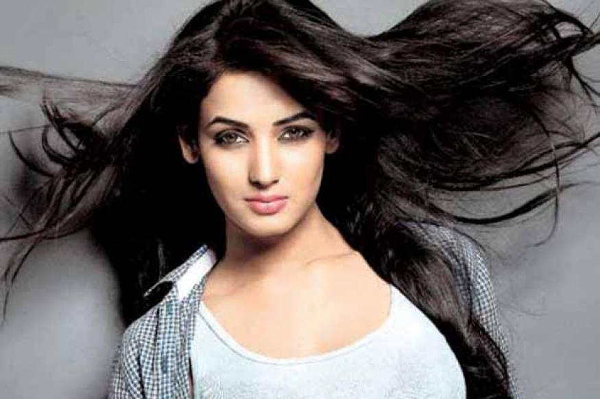 Sonal Chauhan turns singer for '3G'