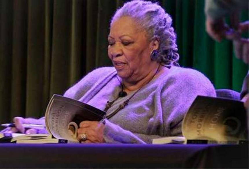 Toni Morrison advises Google employees to forget 'boobs and butts'