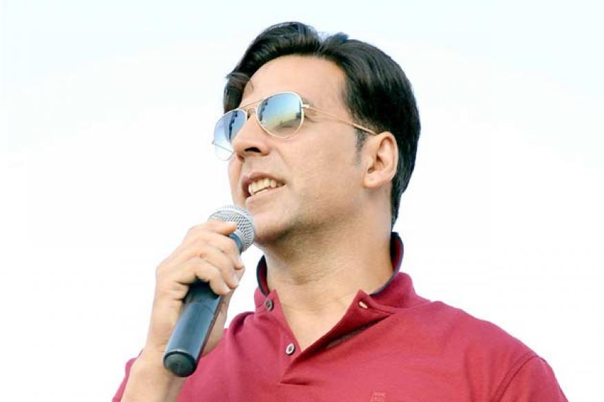 Snapshot: Is Akshay Kumar copying Dev Anand's style?