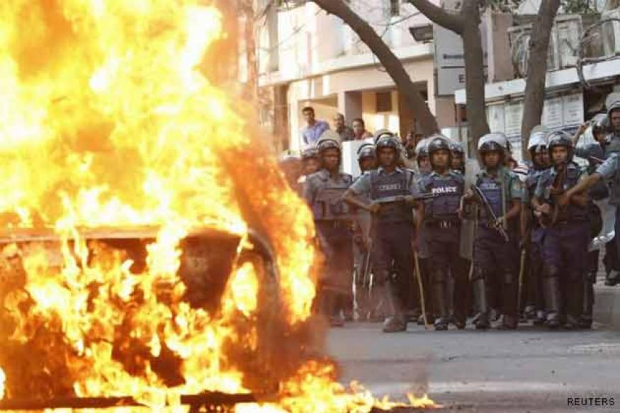 Bangladesh: Crude bombs hurled at BNP office