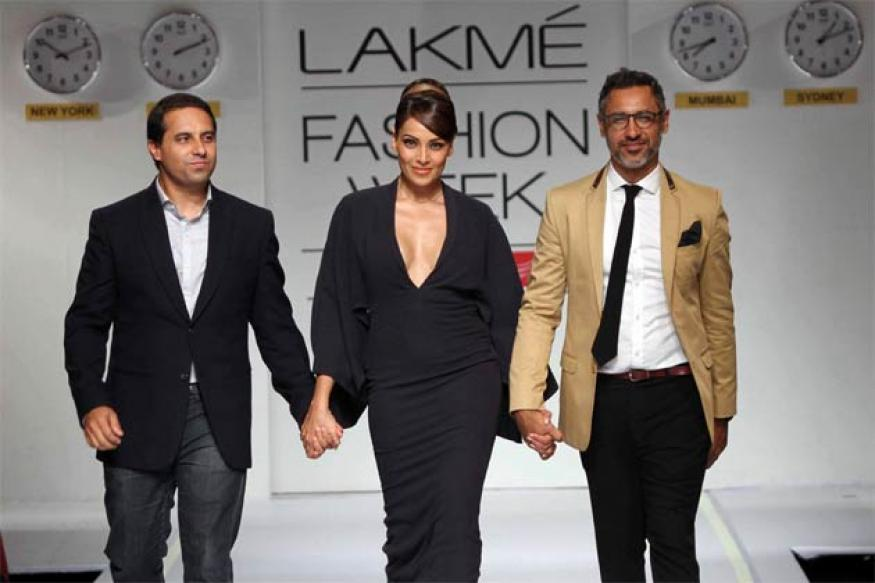 Snapshot: Bipasha Basu walks the ramp for Shantanu-Nikhil