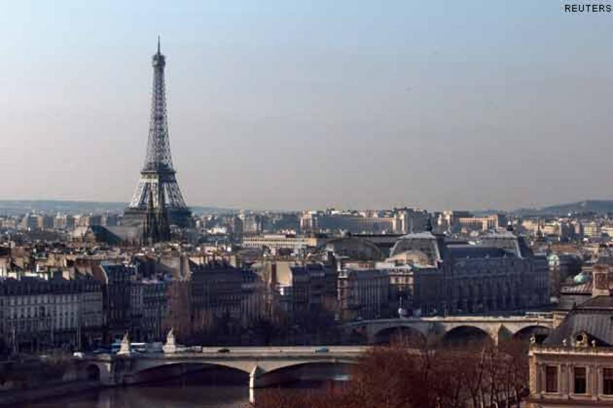 Paris: Eiffel Tower evacuated after bomb scare