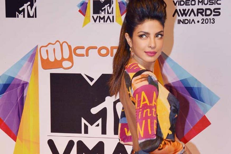 Snapshot: Priyanka Chopra wears a funky gown at MTV Music Awards