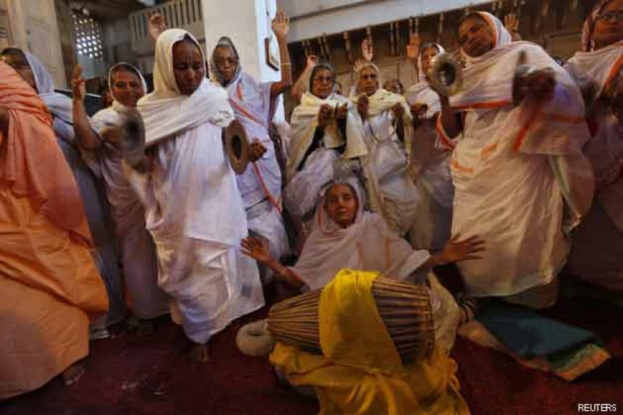Widows to play Holi at Vrindavan this year
