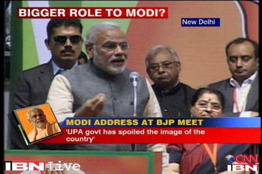 Live: Modi says UPA appointed PM Manmohan Singh is a night watchman