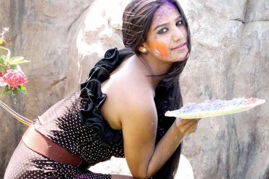 Snapshot: Poonam Panday's waterless Holi