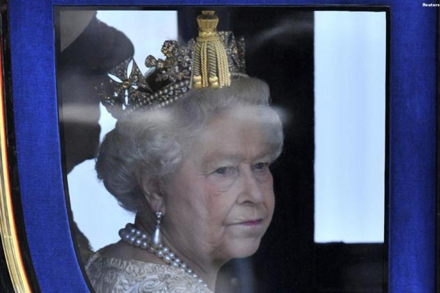 Queen Elizabeth in hospital with stomach bug