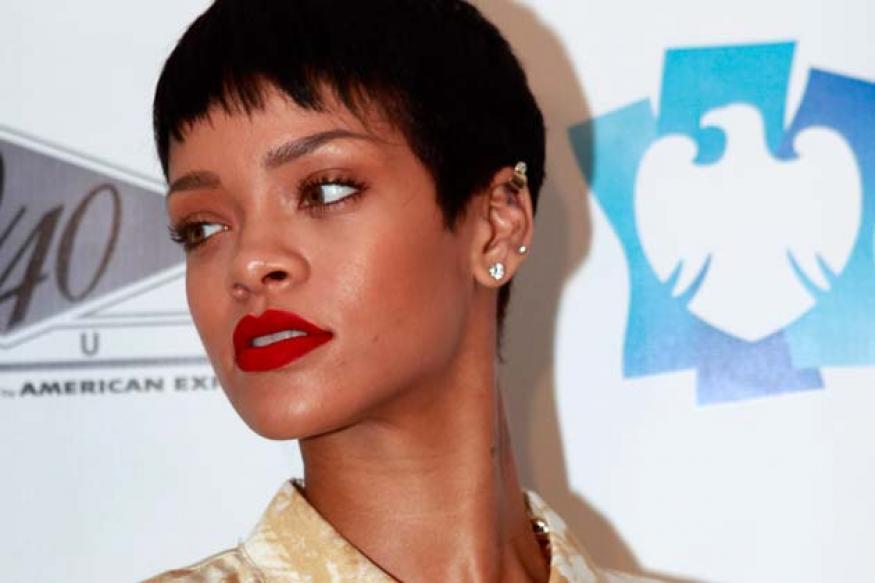 Rihanna's trucks stopped at Canada border