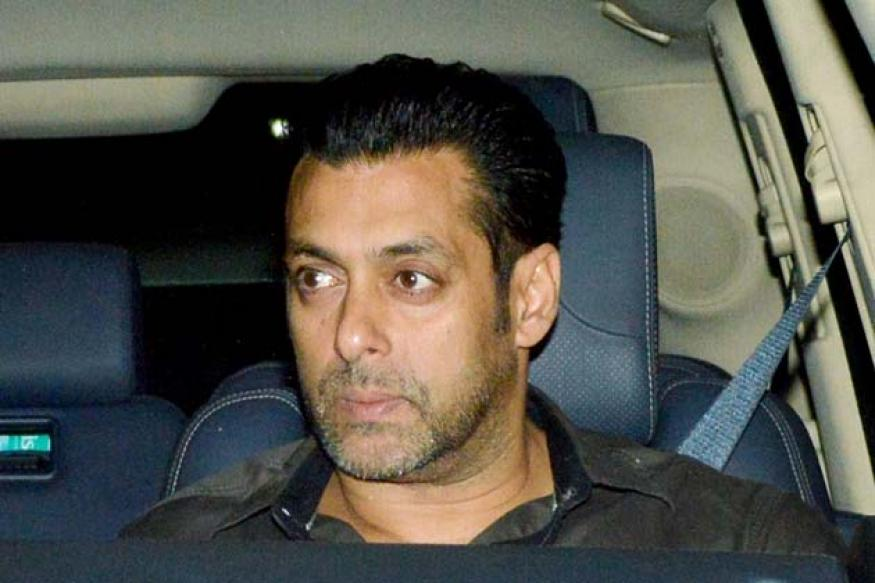Snapshot: Salman Khan visits Sanjay Dutt's house