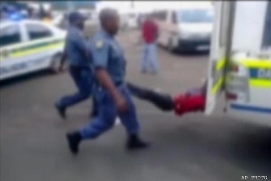 South Africa: Taxi driver dragged to death by a police vehicle