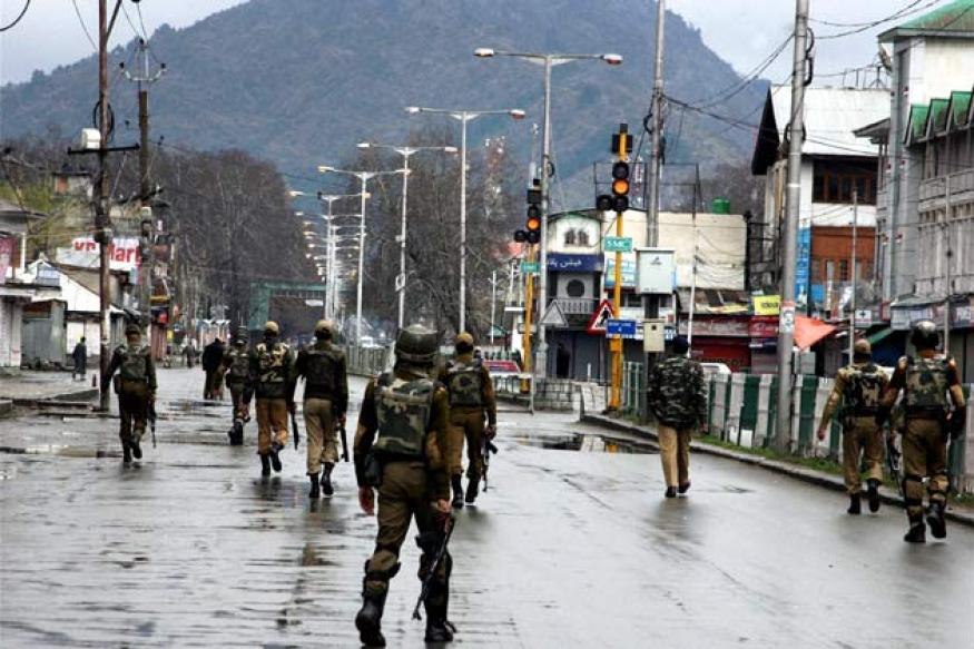 J&K: Srinagar tense as curfew continues for second day