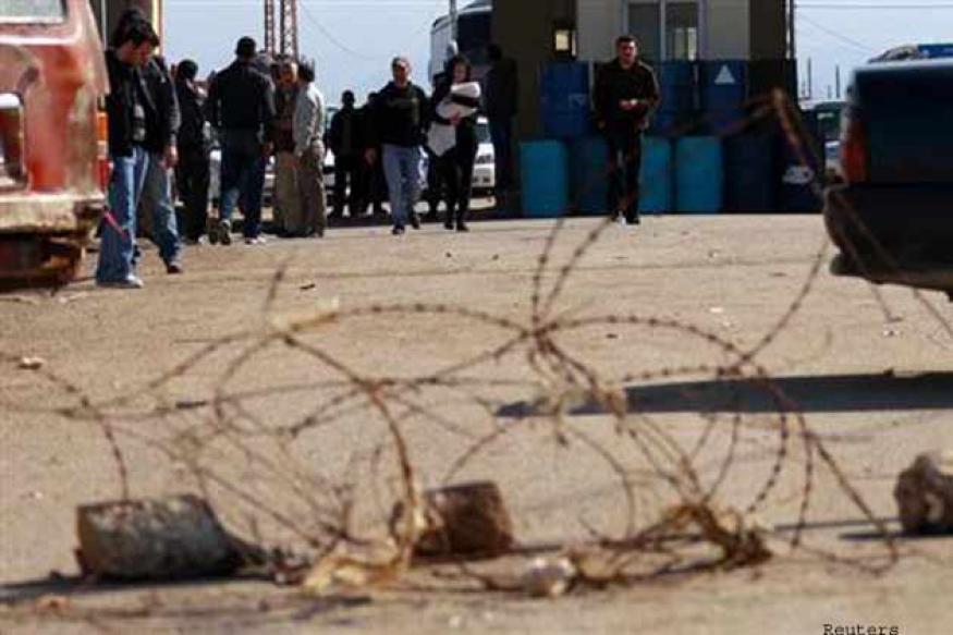 Syrian air force jets strike Lebanon border