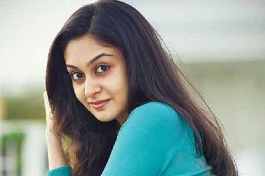 Actor Aishwarya Arjun faints on sets of 'Pattathu Yaanai'