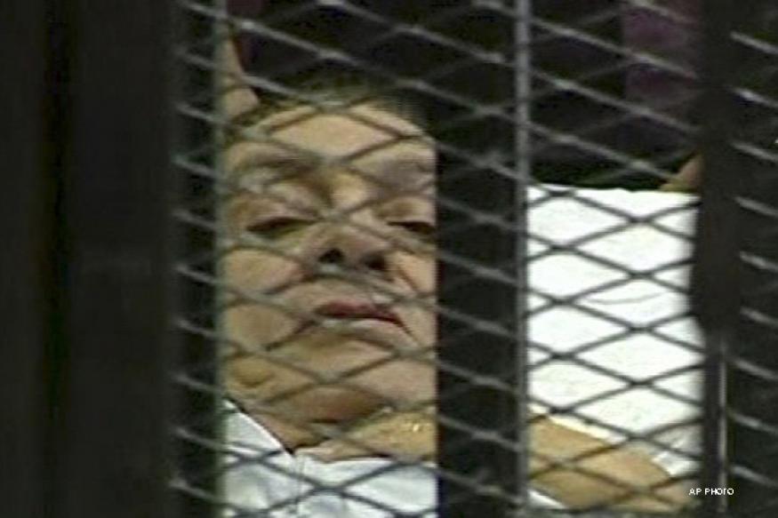 Mubarak's retrial adjourned indefinitely as judge recuses