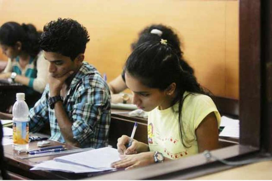 Over 10 lakh students appear in JEE mains 2013