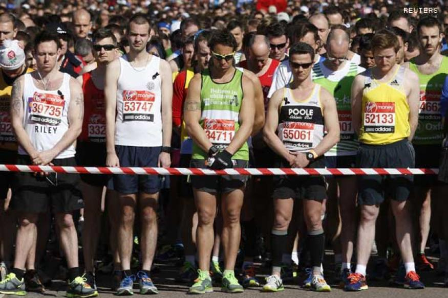 Big crowds, black ribbons for Boston at London Marathon