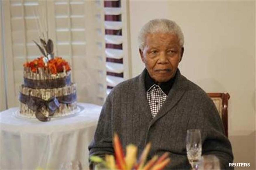 Nelson Mandela 'comfortable', treated for pneumonia