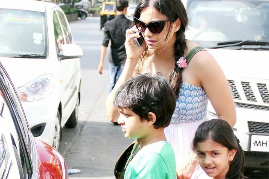 Snapshot: Gorgeous mom Maria Goretti steps out with her kids for brunch