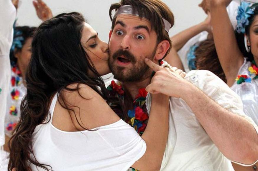 Snapshot: Puja Gupta startles Neil Nitin Mukesh with a kiss on the cheek!