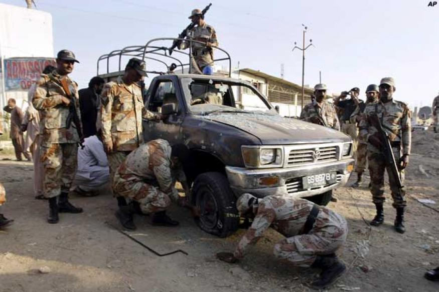 Pakistan: Suicide bomber targets police van, kills six