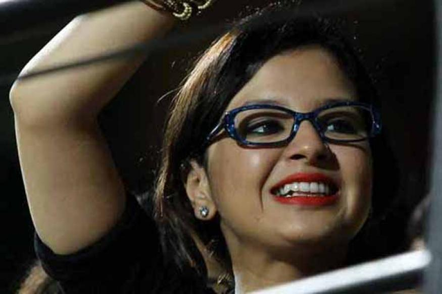 Snapshot: Sakshi Dhoni sports bold red lips and glasses at IPL match