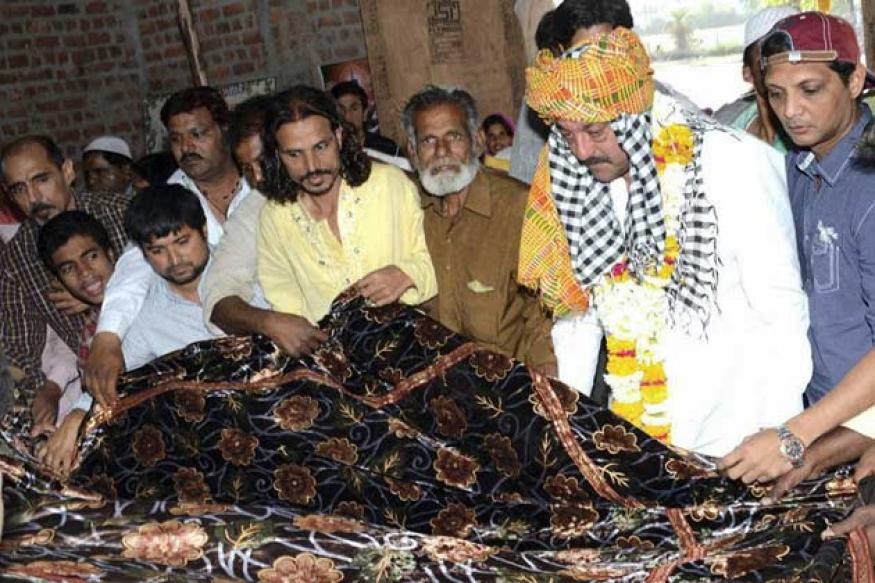 Snapshot: Sanjay Dutt, Sophie Chaudhary, Hema Malini spotted praying