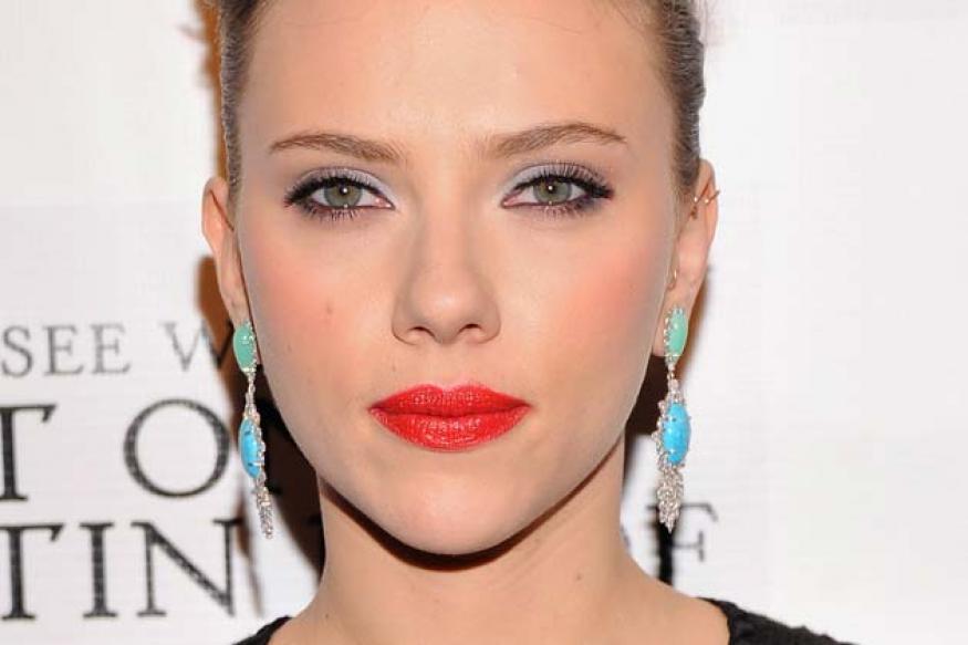 Scarlett Johansson washes her face with vinegar