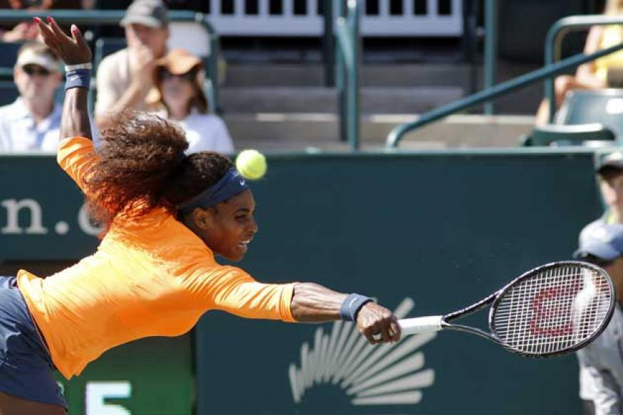 Serena Williams routs Venus in semis at Family Circle Cup
