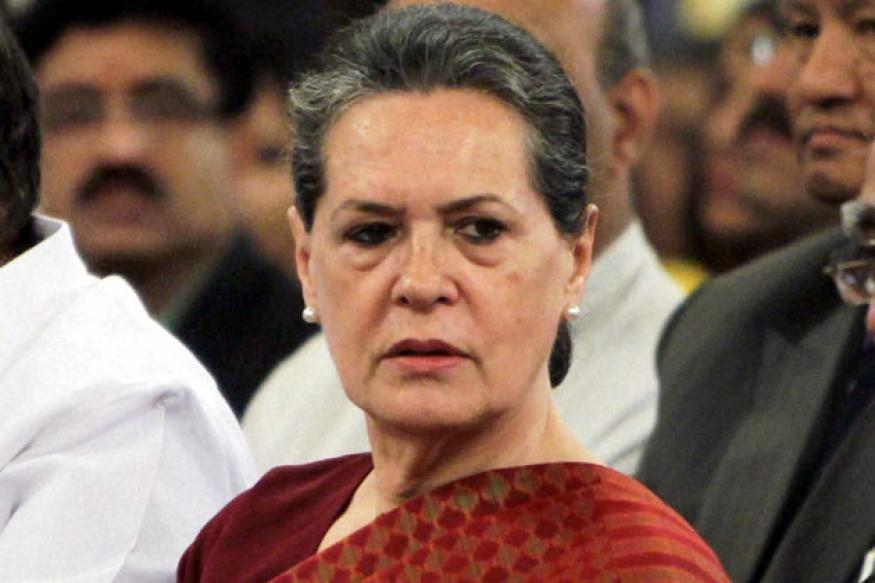 Sonia Gandhi meets Delhi rape victim at AIIMS