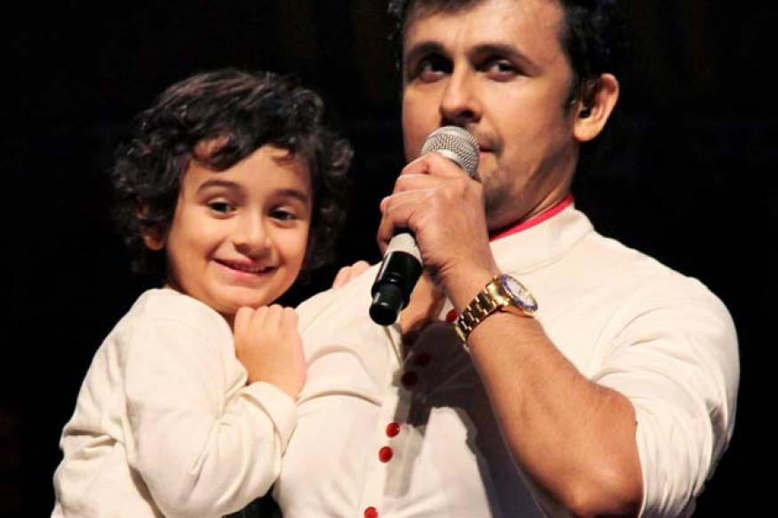 Snapshot: Sonu Niigam on stage with his incredibly cute 5-year-old son