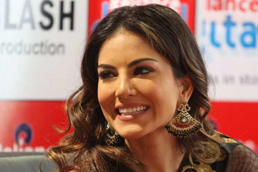 Snapshot: Sunny Leone charms Ahmedabad in a black and gold saree