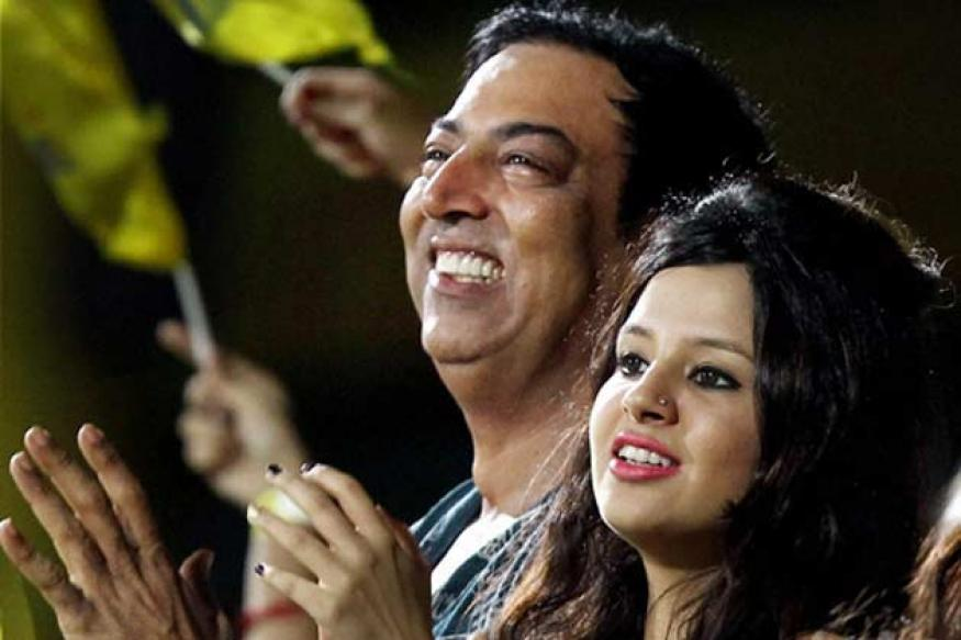 Snapshot: Dhoni's wife, Vindoo watching IPL match together