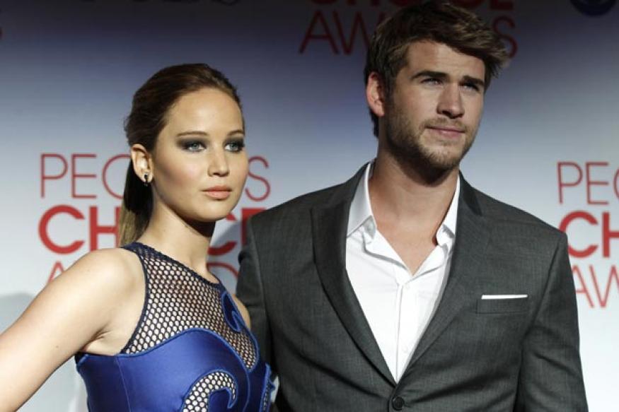 Is Liam Hemsworth dating Jennifer Lawrence?