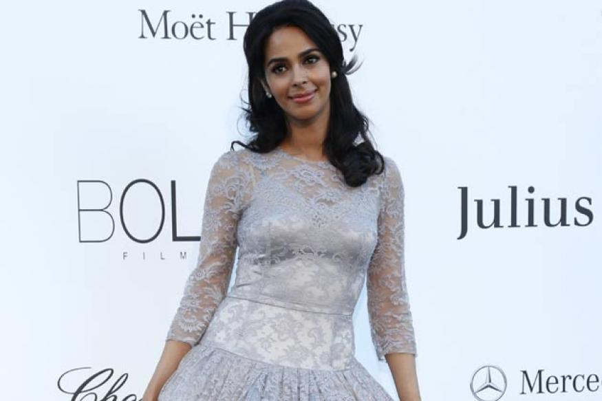 Hot or Not: Mallika Sherawat wears a lace gown at Cannes red carpet
