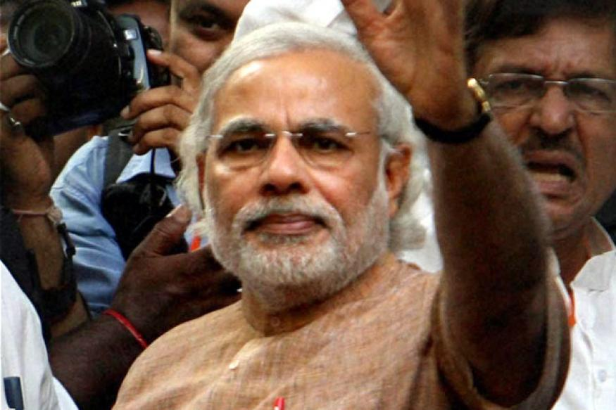 Modi meets Vajpayee, Advani with an eye on LS polls