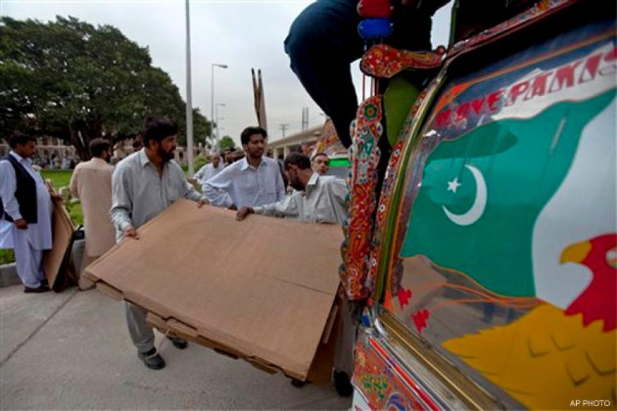 Pak elections: 5 killed, 15 injured in Karachi blast