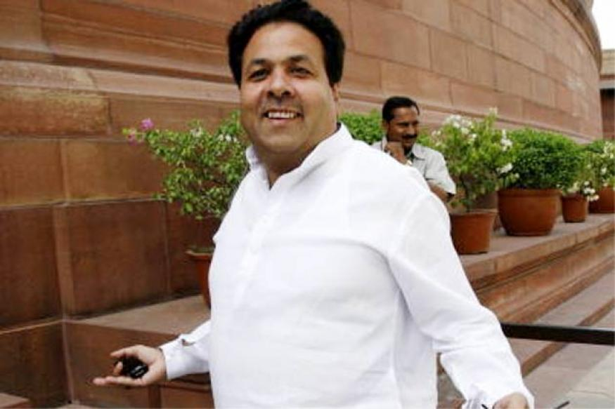 Cong defends Shukla, steers clear of row over Srinivasan's continuance