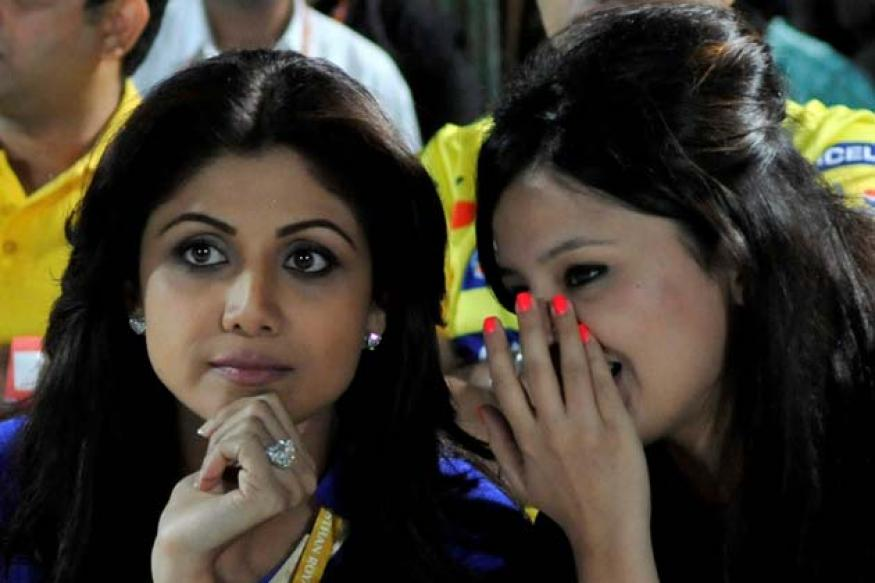 Snapshot: Gossiping, giggling, Shilpa Shetty and Sakshi Dhoni hang out together at IPL match