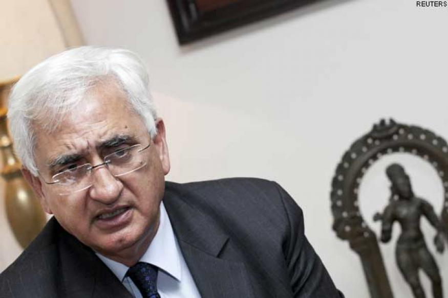 Khurshid arrives in Saudi Arabia to discuss 'Nitaqat' law