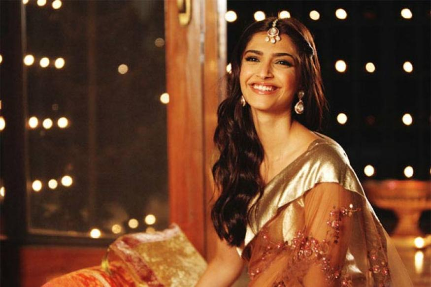 I am single, says Sonam Kapoor