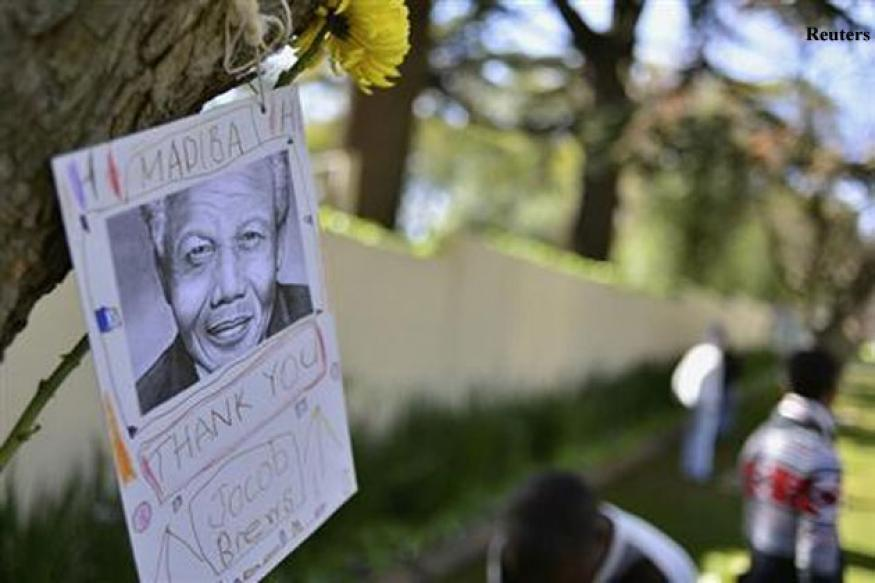 Daughter says Mandela still there, raps media vultures