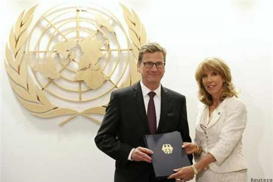 Nations line up to sign United Nations arms trade treaty