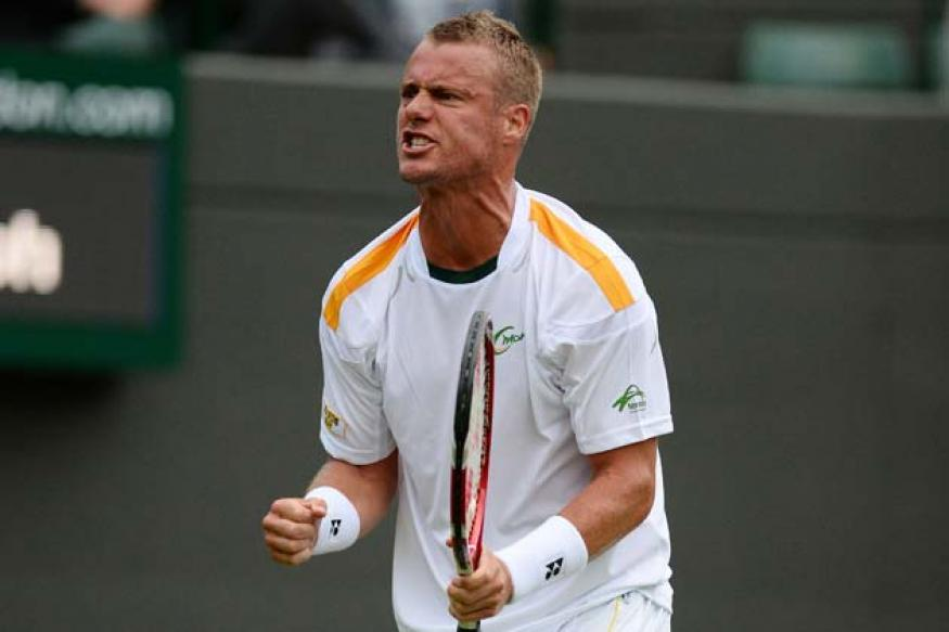 Hewitt beats Wawrinka to advance at Wimbledon